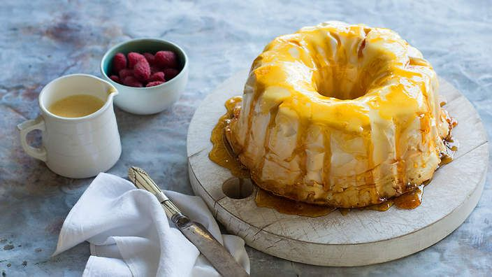 Caramel meringue with Cointreau and custard sauce (canonigo) : SBS Food. Listen to our audio recipe.