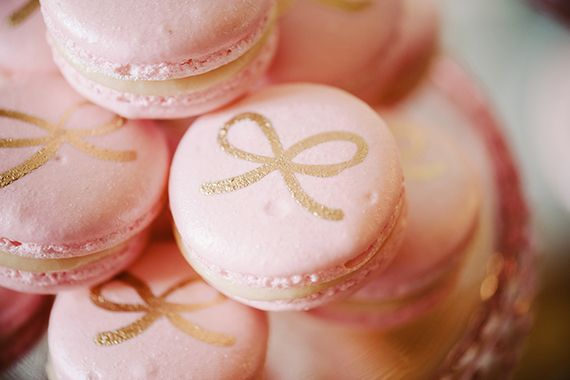 blush and gold macarons | via: 100 layer cakelet