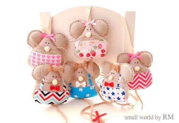 Simpáticos ratoncitos Pérez guarda dientes, muy prácticos y decorativos, para los niños en edad de caerse los dientes,  llevan un bolsillo en la