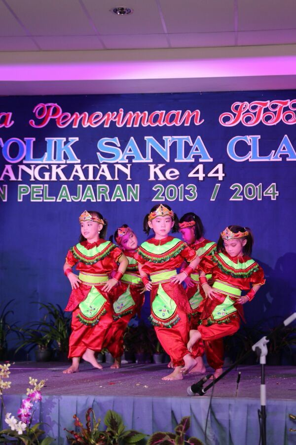 Dongklak dance (indonesian traditional dance)