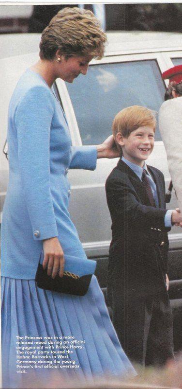 Harry et Diana aux dragons légers à Bergen-Hohne, Allemagne , le 29 Juillet 1993