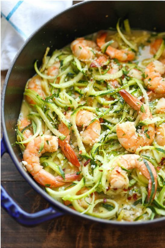 Zucchini-Nudeln (Zoodles) sind das perfekte Low Carb Abendessen!
