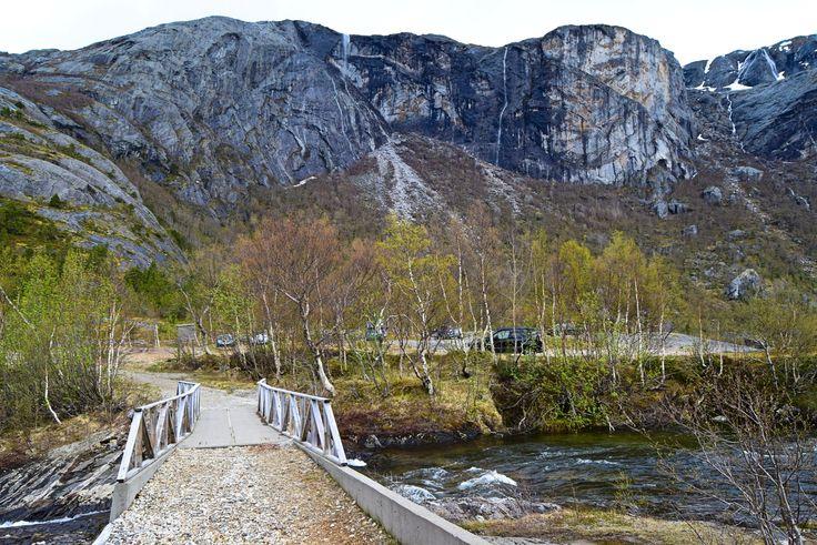Børvassurda på andre siden av Børelva     http://www.tursiden.no/borvassurda-pa-andre-siden-av-borelva/
