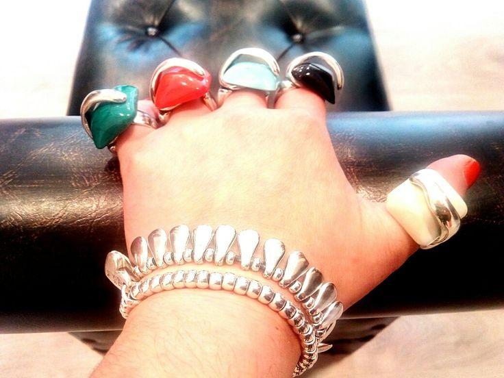 Cinco lobitos! 💍 #anillo PEÑAS 5 colores, 3 tamaños #irun #irún #hondarribia #hendaye #bidasoa #donostia #gipuzkoa #Euskadi #cotebasque #joyos #handmade #hechoamano #bisutería #ailofllu #ailoflluatelier