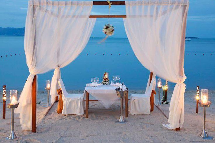 Свадьба на пляже возле Храма Посейдона в Греции