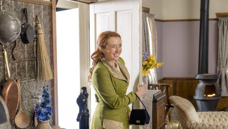 Julie Thatcher When Calls The Heart Season 5 Episode 5