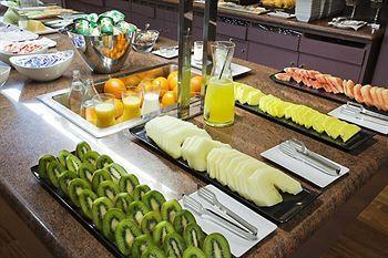 ILUNION Pio XII Hotel Madrid Breakfast Selection. http://www.ilunioncaletapark.com/ #buffet #breakfast #madrid