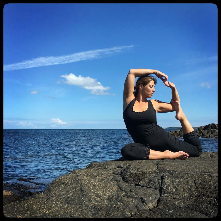 Some call it the Swan, others Dove - My pose is a Bornholmsk Eider sea-duck:)   Meet Ecouture at Copenhagen Yoga Festival. Ore go to the the web shop: