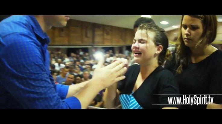 Андрес Бисонни - Санта-Клара, Куба - Святой Дух пробуждает молодежь (с п...