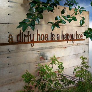 A Dirty Hoe is a Happy Hoe Rusty Garden Sign... Omg! That is hilarious for the gardens!