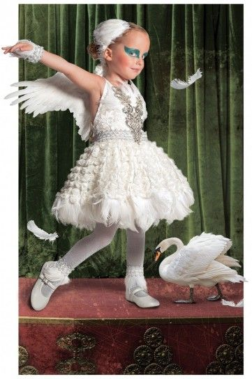 Carnevale: vestiti fai da te per bambini: Halloween Costume Kids, Costume Ideas, Costumes Kids, Swan Lake, Unique Halloween Costumes, Kids Costume