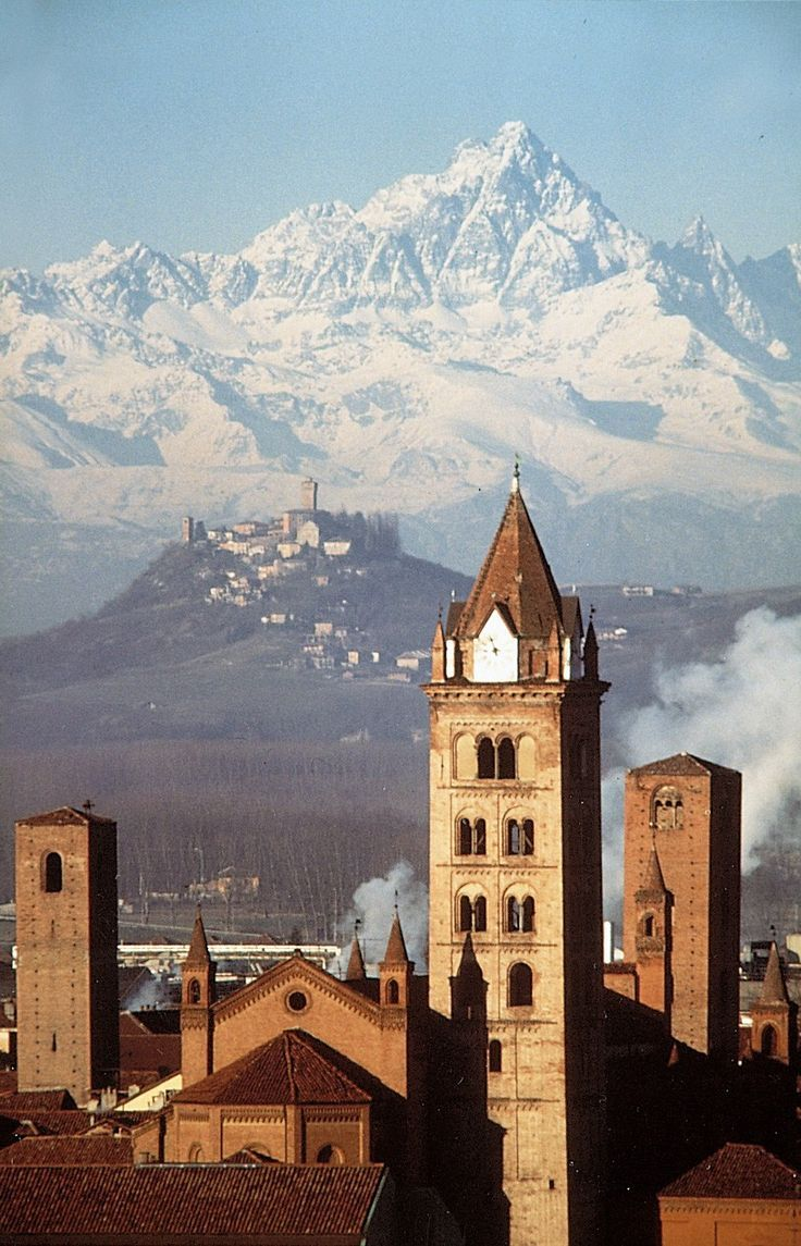 Alba e il Monviso - Piemonte, Italy