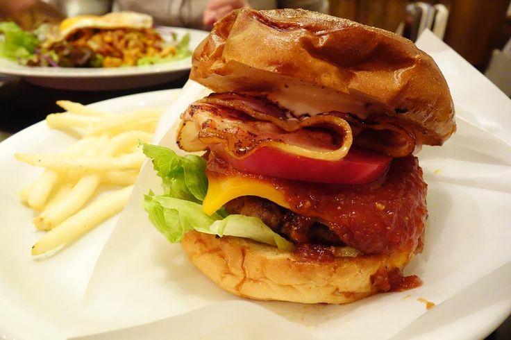 久しぶりに来たらバンズが福生と同じタイプになったような気がというわけでベーコンチーズバーガーです #food #foodporn #meallog #burger #burger_jp #ハンバーガー # #tw