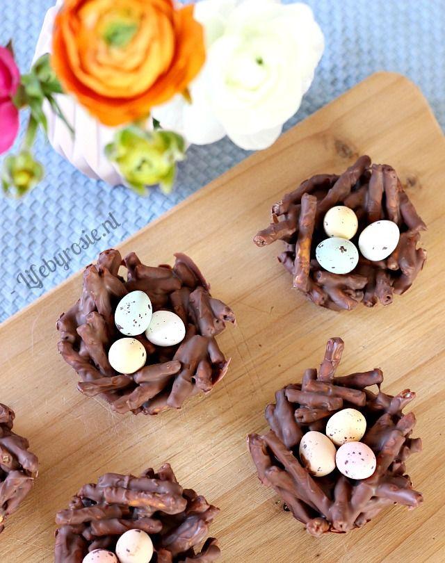 Chocoladenestjes met paaseitjes. De ultieme snack voor de lente en Pasen. Snel, simpel, goedkoop en ontzettend origineel!!