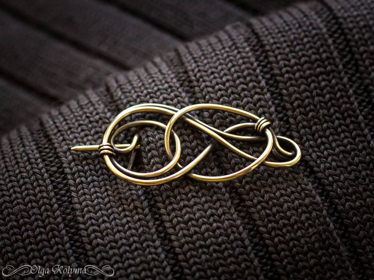 Wire wrapped celtic shawl pin made of Brass. This brooch is made in the style of Celtic. Durability of materials and quality of work make the product suitable for daily use. Design pendant suit and evening dress, and the dress to the business. The same brooch of silver color https://www.etsy.com/listing/515404143/silver-brooch-celtic-shawl-pin-wire?ref=shop_home_active_24  Brass - very durable, shiny metal of gold color. Brass - doesnt tarnish and doesnt change c...