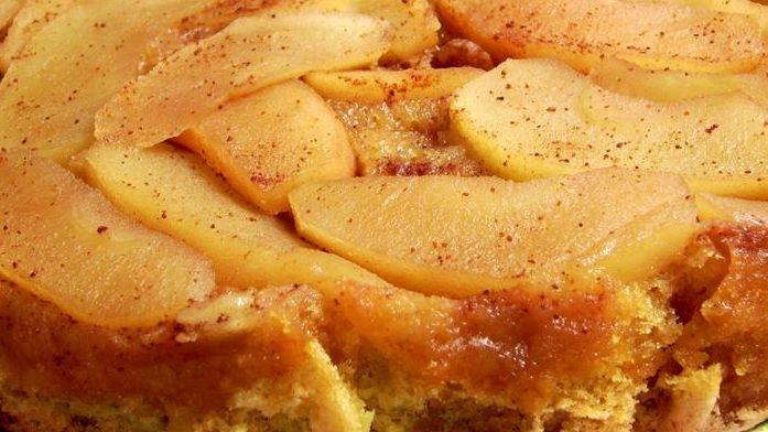 This delicious #Greek #apple #pie will make your cold winter days sweeter! Try now this #milopita #recipe!