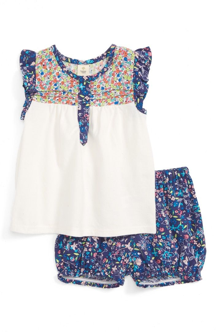 This summer-ready tunic & short set keeps it cool with a pretty mix of floral prints