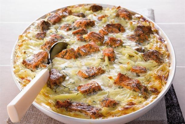 Fenkolihöystetty lohi-perunavuoka - Uunissa kypsyvät ruuat eivät sido ruuanvalmistajaa lieden ääreen, jolloin ruuan kypsyessä voi puuhastella muutakin.