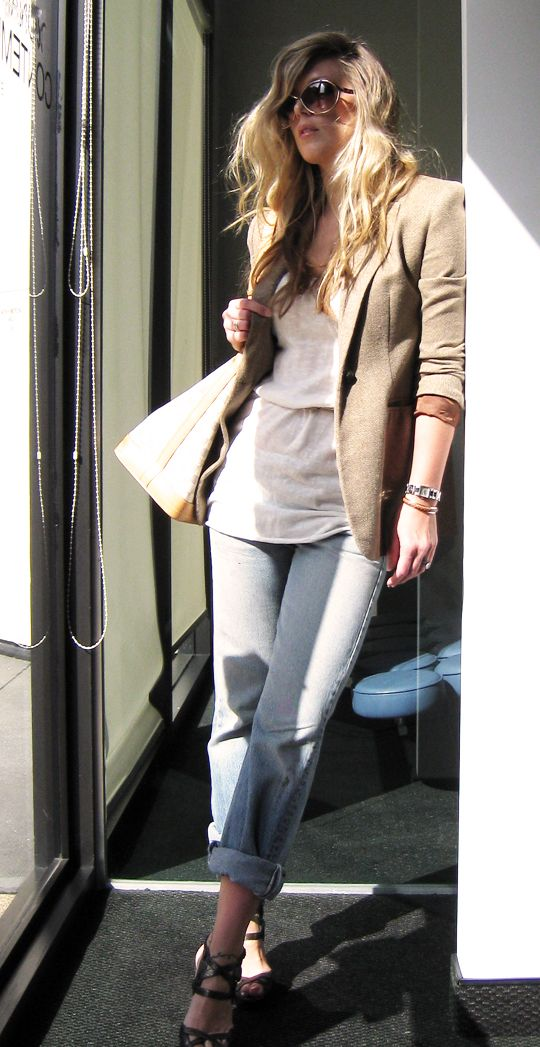 Jeans & a White T Outfit No. 21 ~ Sunday Cheater: Toms Ford, Buckets Bags, Maxi Blazers, Maegan Jeans, Jackets, Wwwbesmartbegr, Outfits Idear, Sunglasses, Vintage Levis