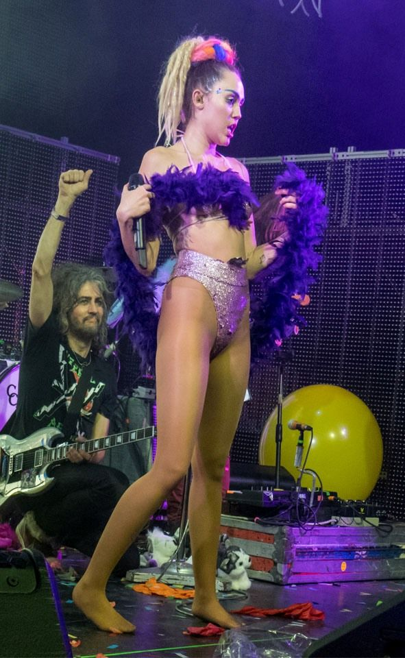 Miley cyrus half stockings — pic 7