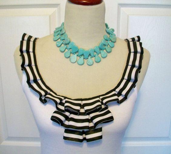 Te gustaría customizar tu camiseta y las de tus niñas con un cuello tan especial como este? Pues pincha en este enlace y verás...  https://www.telasdivinas.com/cuellos-originales-para-camisetas?utm_source=pinterest%2C%20cuellos%20originales%20para%20camisetas&utm_medium=pinterest&utm_campaign=pinterest%2C%20cuellos%20originales%20para%20camisetas