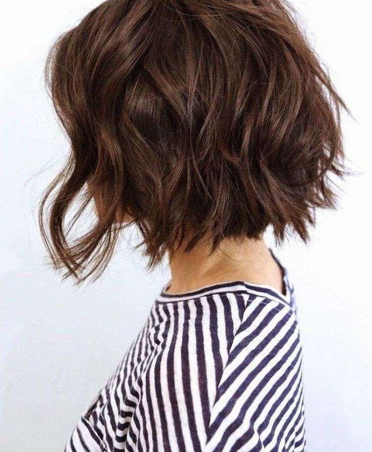 Carré plongeant bouclé – coiffure femme ultra tendance à maîtriser !