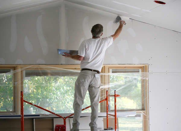 8 Times To Never Ever Skip Paint Primer Paint Brands How To Hang Wallpaper House Paint Interior