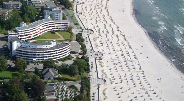 Hotel Strandidyll Grömitz This privately run hotel boasts an enviable location directly on the broad, south-facing beach in Grömitz, close to the marina.