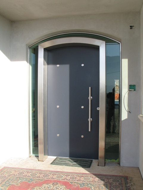 Armored matte doorway. Mirrored glass all around the door frame.