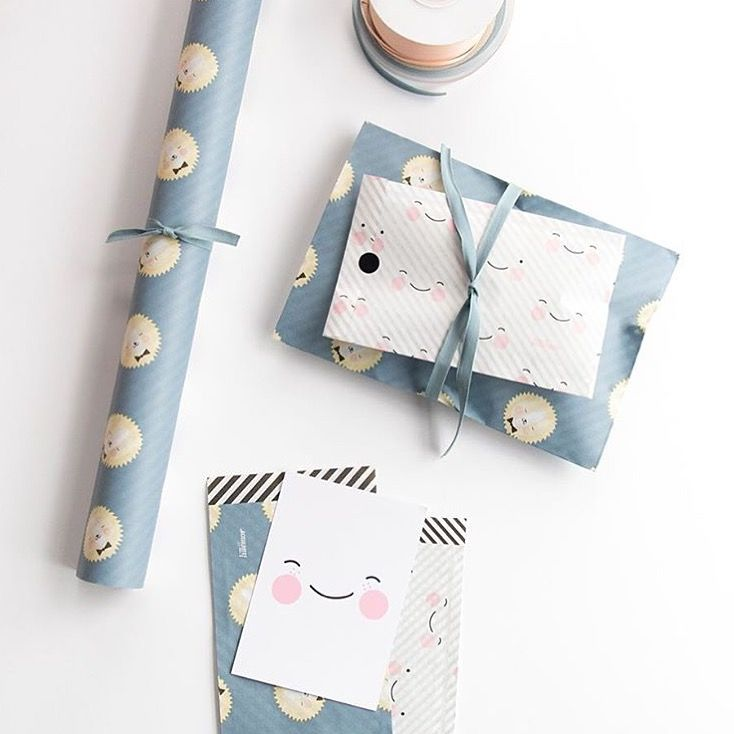 Wrapping paper lion and happy face #eeflillemor #wrapping