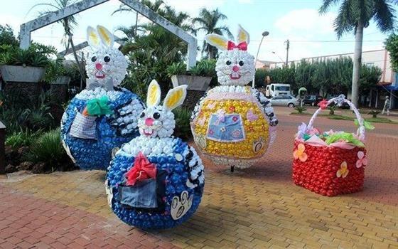 Adolescentes que fazem parte do Projeto Guayi, programa social desenvolvido em Tupãssi, produziram este ano uma decoração especial de Páscoa