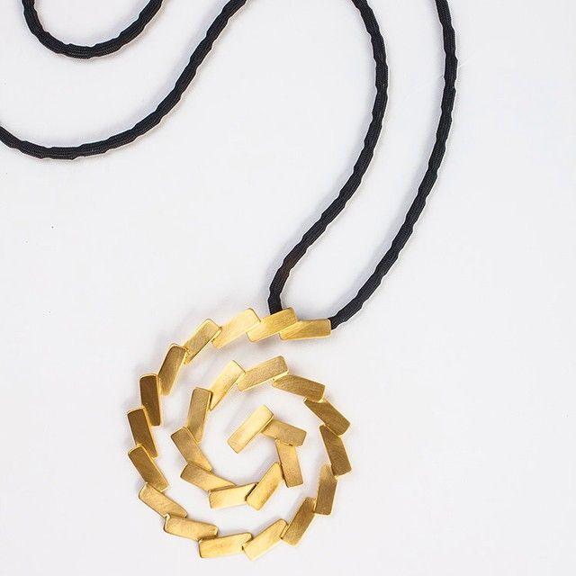 http://www.living-postcards.com/category/chic-and-greek/daphne-valente-fashion-and-jewelry-designer#.VLe6t0esUrU