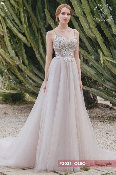 Oleo-wedding dress with the ball gown type of skirt and amazing floral detail on top.Two thin straps giving a support for the fuller bust info@michelangela.co.za