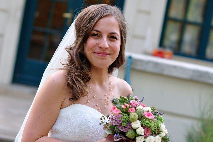 bride with flower bunch