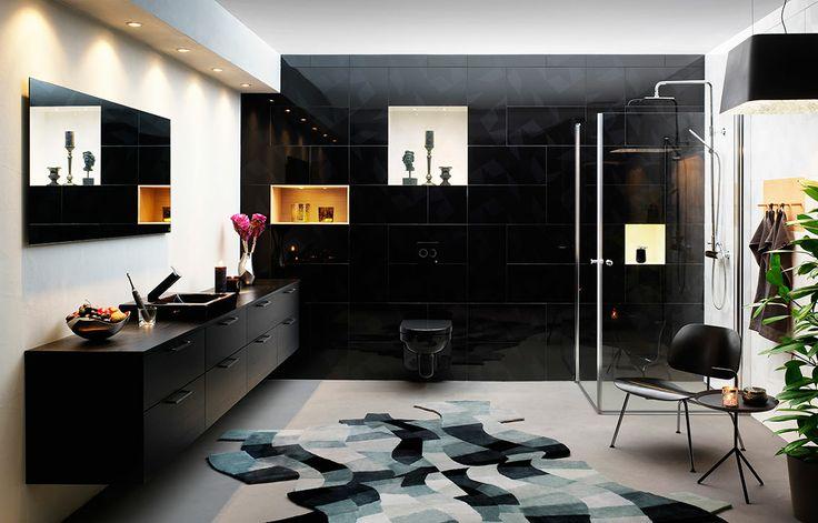 Lyxigt badrum helt i svart skapat av formgivaren Jon Eliason, badrumsmöblerna kommer från serien Artic | GUSTAVSBERG