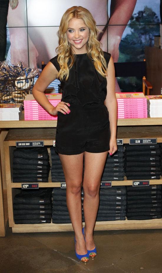 E2 99 A1 Legs Heels  E2 99 A1 Piernasatractivas Pinterest Ashley Benson Ashley Benson Style And Blue Shoes