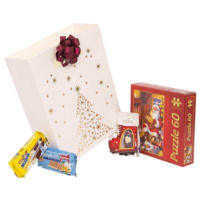 Cos cadou pentru Craciun AK01 pentru copii. #Cadou de #Craciun contine #puzzle Crăciun 60 piese, #figurina din ciocolată cu lapte/albă Heidi, #napolitana Loaker, napolitana cu crema de lapte Nesquik. Produsele sunt ambalate intr-o punguță din carton cu #design Crăciun, fiind potrivita a fi oferita cadou angajatilor sau colaboratorilor pentru copiii acestora. *Discount de 10% pentru comenzile confirmate pana la data de 2 decembrie 2016.