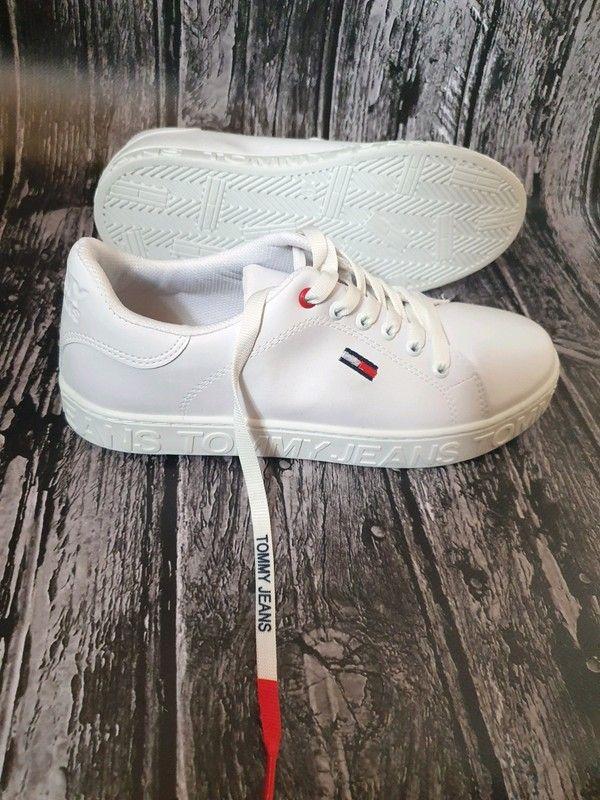 Nowe Adidasy Tommy Hilfiger Niestety Na Mnie Za Szerokie Nietrafiony Prezent Z Zeszlego Roku Rozmiar 40 Dlugosc Wkl Tommy Jeans Sneakers Shoes
