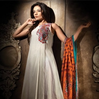 Find the amazing and beautifully designed bridal dresses for the purpose of your wedding ceremony designed by Pakistani fashion designers at zeenatstyle.com. Here you will get the latest collection of Pakistani bridal clothes, Pakistani frocks, lawn prints and many more at cheap and affordable prices.  http://www.stumbleupon.com/su/6B4VQM/www.zeenatstyle.com/fashion/pakistani-celebrities/