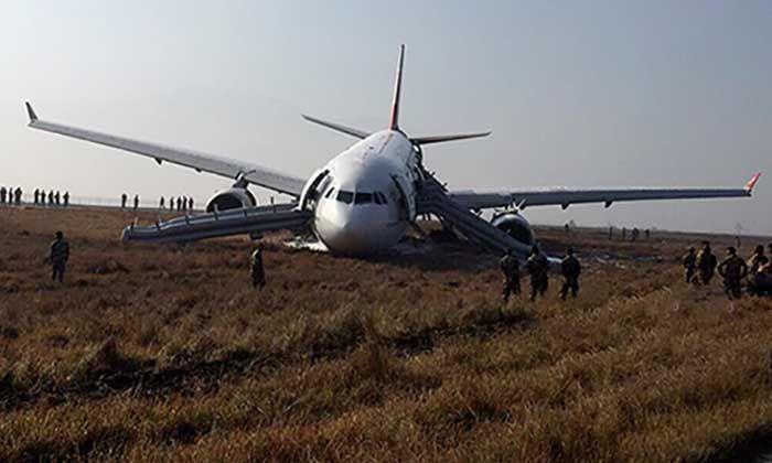 Pesawat THY726 Tergelincir Ke Rumput Selepas Mendarat #THY726 #TurkishAirlines #kemalangan http://www.kenapalah.com/pesawat-thy726-tergelincir-ke-rumput-selepas-mendarat/