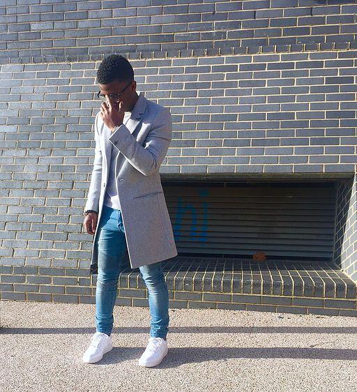 Grey long coat blue biker jeans white Air Force 1 low Men's fashion men's style