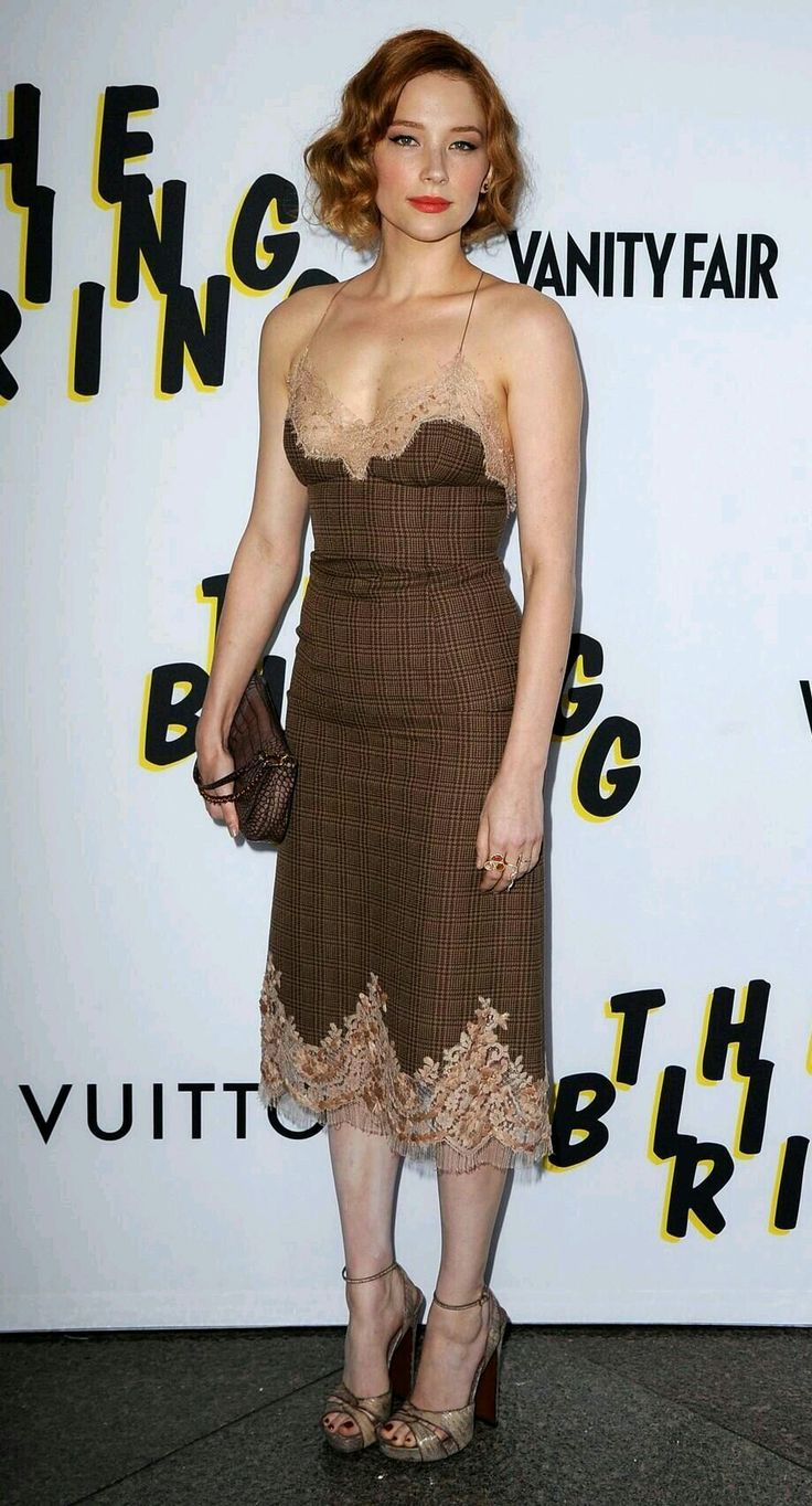 brown sleeveless dress /Haley Bennett