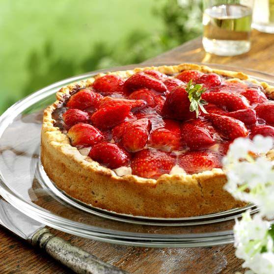 Jordbærtærte - Opskrifter -http://www.dansukker.dk/dk/opskrifter/jordbartarte.aspx #opskrift #dansukker #tærte #kage #jordbær #jordbærtærte #food #eat #snack #mad #spis #dessert #lækkert #inspiration