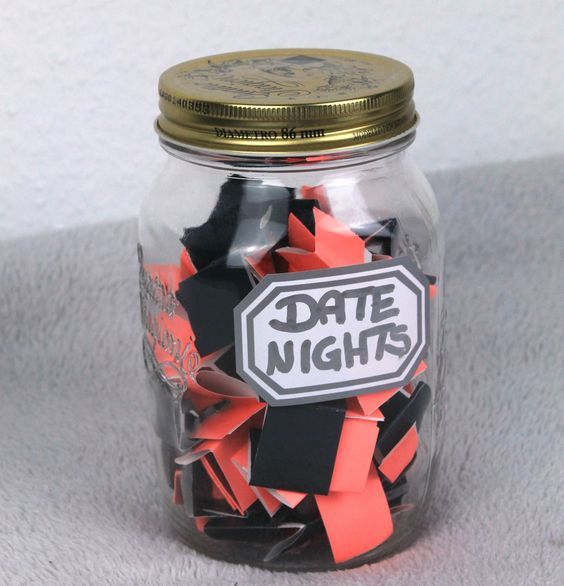 Und weil ein Geschenk kaufen zu Valentinstag mega unromantisch ist, zeige ich euch heute meine DIY Geschenk-Ideen für Valentinstag.