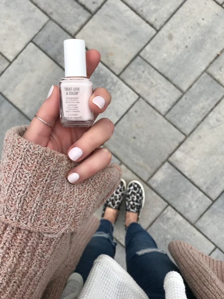 Pinteresting Plans Blog sharing favorite Spring Nail Polish Shades 2018 with @essiepolish #treatlovecolor #ad