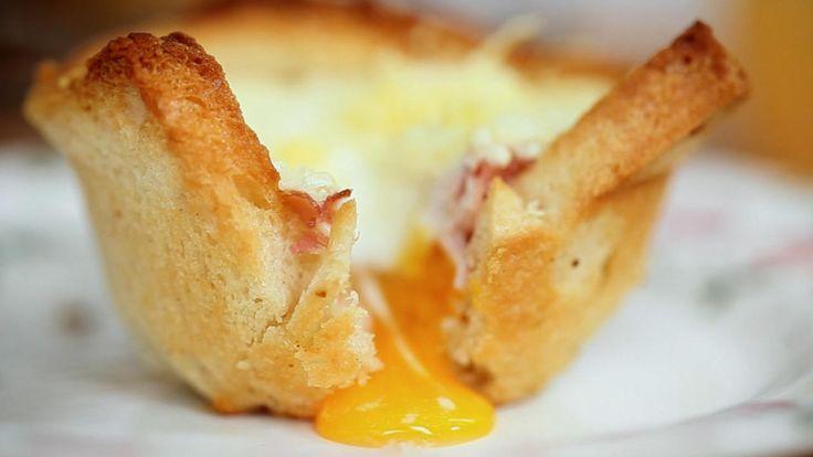 Franske ostesmørbrødmuffins med skinke og egg