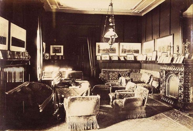 A karácsondi Beretvás-kastély nagyszalonja. A felvétel 1895-1899 között készült.