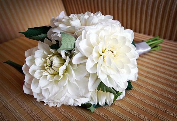 http://mariages-retro.blogspot.fr/2011/03/les-bouquets-de-dahlias.html
