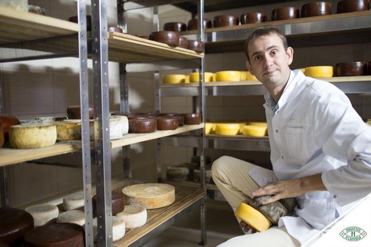 На сыродельне «Николаев и сыновья» созданы оптимальные условия для создания высококачественных сыров. Чтобы сыр мог называться «Лефкадийским» или «Бюшем Лефкадии», должна быть соблюдена определённая рецептура и правила, проведены анализы каждого надоя и тщательный контроль на всех этапах производства. Продукция, выходящая под фирменным брендом, изготавливается на лучшем оборудовании, а практически все манипуляции осуществляются вручную  под руководством главного сыродела Филиппа Колесникова.