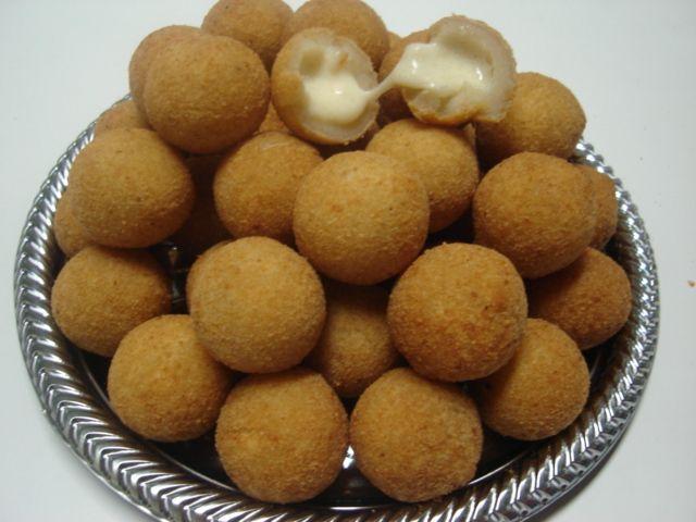 Bolinha de Queijo (ball of cheese)